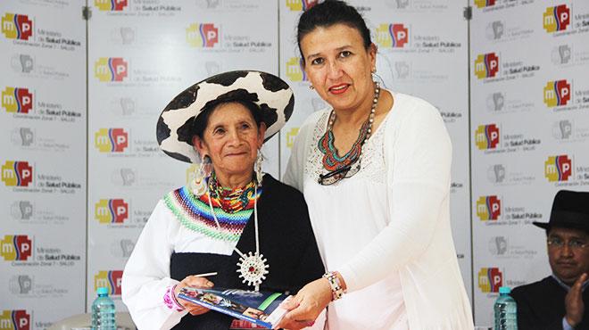 Mar�a Aurelia Quizhpe y Mercedes Le�n Ojeda.