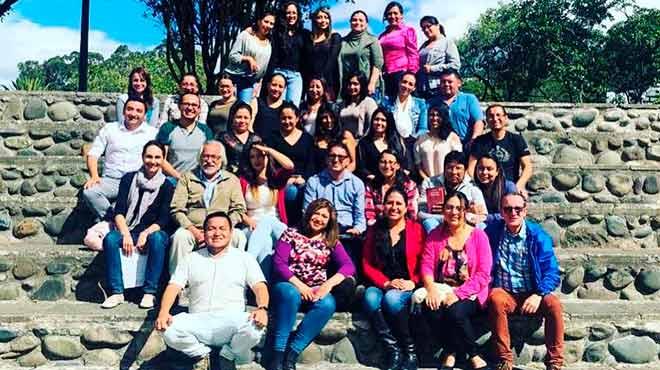 Estudiantes y docentes del postgrado de Medicina Familiar y Comunitaria de la Universidad del Azuay.