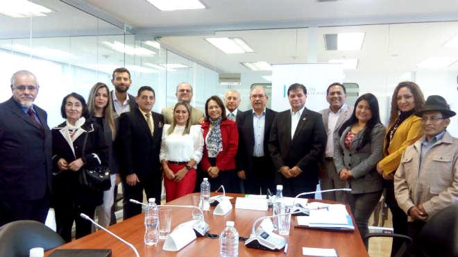 Comisi�n de Salud recibi� a representantes de la primera promoci�n de m�dicos rurales del Ecuador.