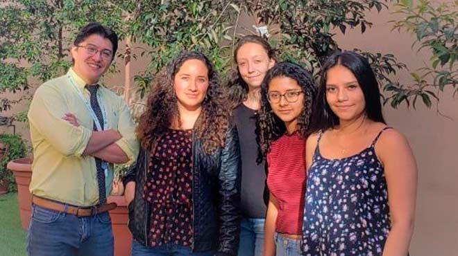Andr�s Caicedo, Adriana Ar�valo, Faustine Fainelli, Daniela Suquillo y Ariana Le�n.
