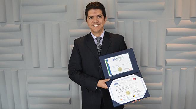 Oswaldo Almeida, director general de Editorial Oc�ano de Ecuador.