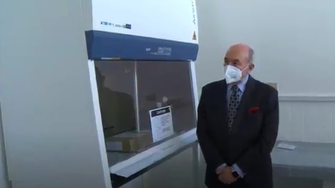 El canciller Luis Gallegos recibi� la donaci�n internacional.