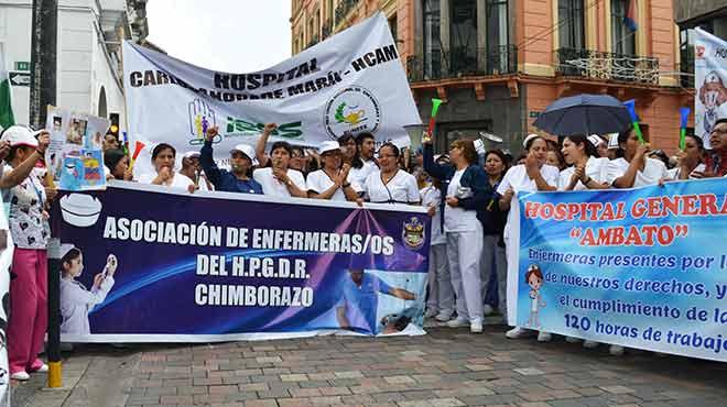Enfermeras y enfermeros en marcha nacional.