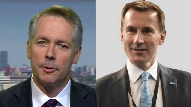 Paul Cosfort, director m�dico (PHE), Jeremy Hunt, secretario de Salud.