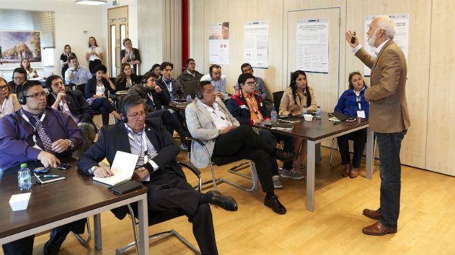 Los m�dicos ecuatorianos reciben charlas de investigadores del m�s alto nivel acad�mico.