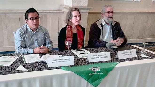 Josu� David Berr�, M�nica Maher y Jos� Ignacio L�pez Vigil, miembros de la Red Ecuatoriana de Fe.