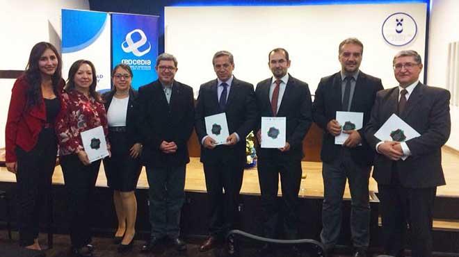 M�nica Ord��ez, Miriam Briones, Doris Sarmiento, Juan Carlos Salamea, Francisco Salgado, Eddy Vel�stegui, Juan Pablo Carvallo y Jacinto Guill�n.