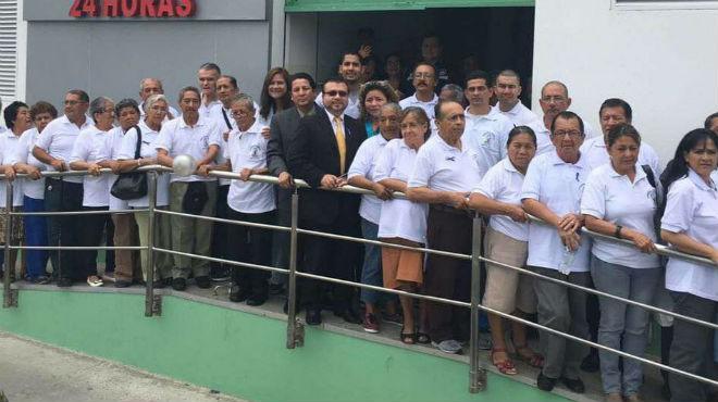 Pacientes y personal del Hospital Sur Valdivia del IESS.
