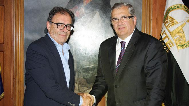 Felipe Egas, presidente de la Cl�nica, y Ricardo Hidalgo, rector de la UTE.