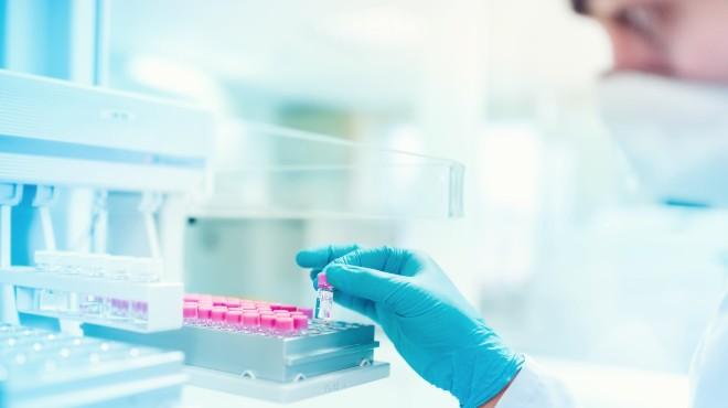 El medicamento RoActemra es considerado un tratamiento potencial para COVID-19.