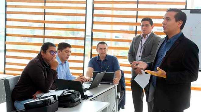 Ronald Cede�o en reuni�n con funcionarios del MSP y OPS.