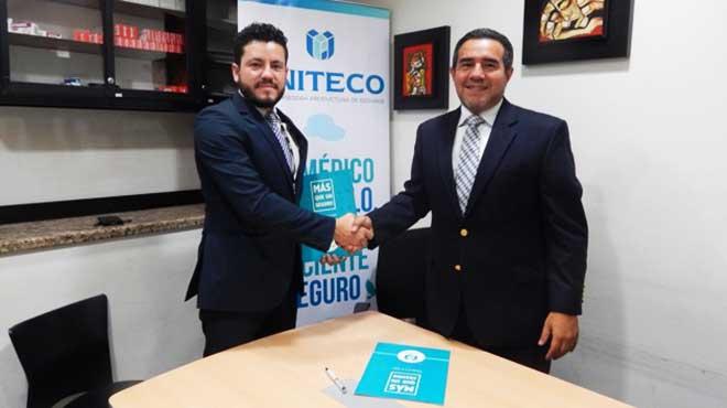 Santiago Castro, UNITECO en Ecuador, y Carlos Ríos Acosta, Sociedad de Reumatología del Ecuador