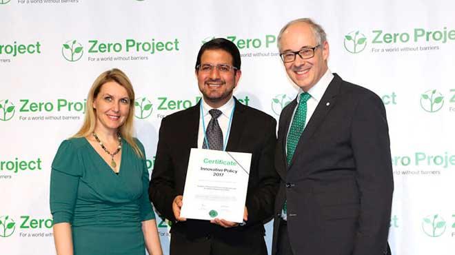 Santiago Le�n, ministro de Industrias y Productividad, recibe el reconocimiento