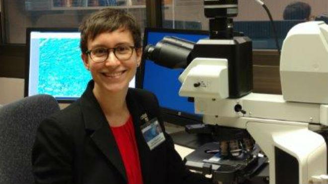 Audrey Schuetz, médica y microbióloga.