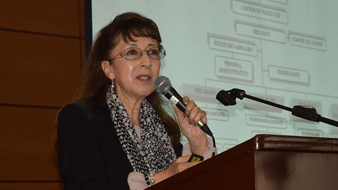Silvana Ortiz, decana de la Facultad de Enfermer�a de la PUCE.
