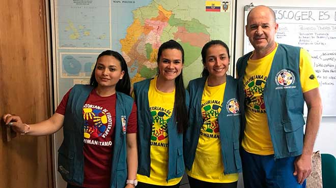 Karen Cruz, estudiante; Daniela Giraldo, estudiante; Carolina Villamil, docente de la Corporaci�n Universitaria Iberoamericana; y Daniel Wappenstein, presidente de la SEF.