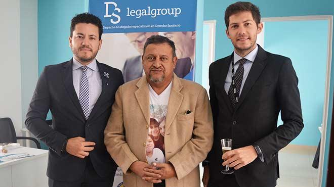 Santiago Castro, gerente general de Uniteco en Ecuador, Jos� Eras, presidente de la FME, y Daniel Soto, director de DS Legal Group Ecuador.