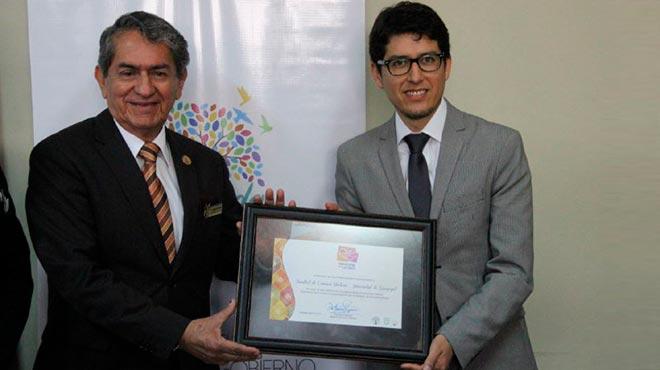 Galo Salcedo, rector de la Universidad de Guayaquil, y Carlos Dur�n, ministro de Salud subrogante.