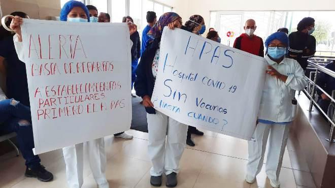 Carteles presentados durante la reuni�n con las autoridades hospitalarias.