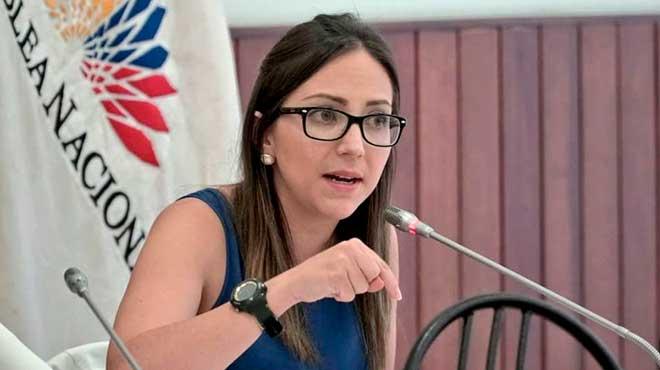Ver�nica Espinosa, exministra de Salud, durante su comparecencia en la Comisi�n de Fiscalizaci�n.