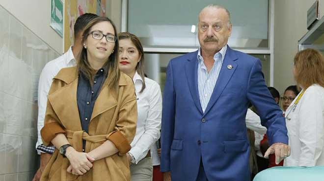 Ver�nica Espinosa y Ricardo Koenig.