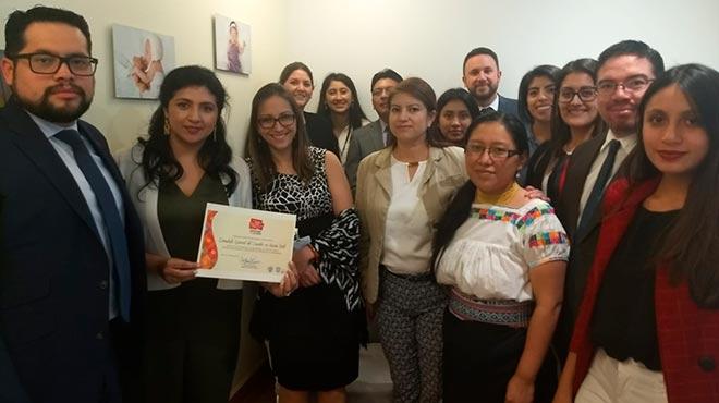 Ver�nica Espinosa, ministra de Salud, junto a funcionarios del Consulado General del Ecuador en New York.