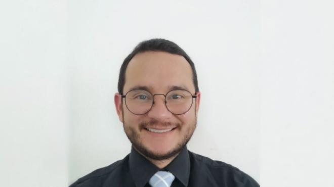 Xavier S�nchez Choez, docente investigador de la PUCE.