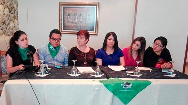 Antonella Calle, Josu� David Berr�, Virginia G�mez de la Torre, Paola Moreira, Maydy Zabala y Naila Chal�n, representes de organizaciones de la sociedad civil.