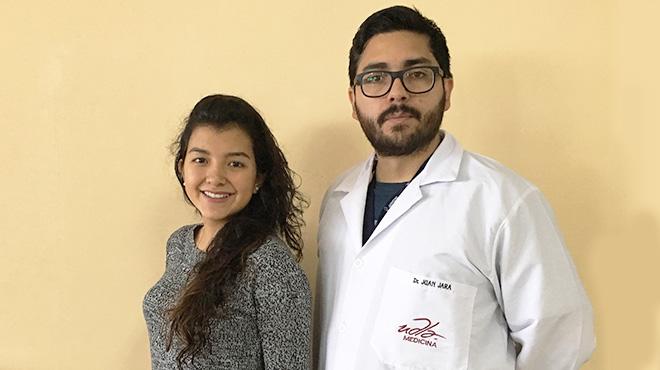 Alice Gaibor de Aemppi Ecuador y Juan Carlos Jara, docente de la UDLA.