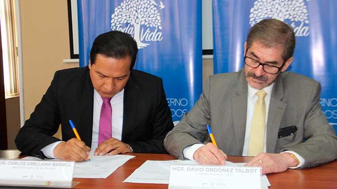 Carlos Orellana y David Ordo�ez firman convenio de cooperaci�n.