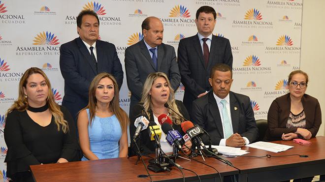 Asamble�stas presentan reforma a la Ley de Solidaridad.