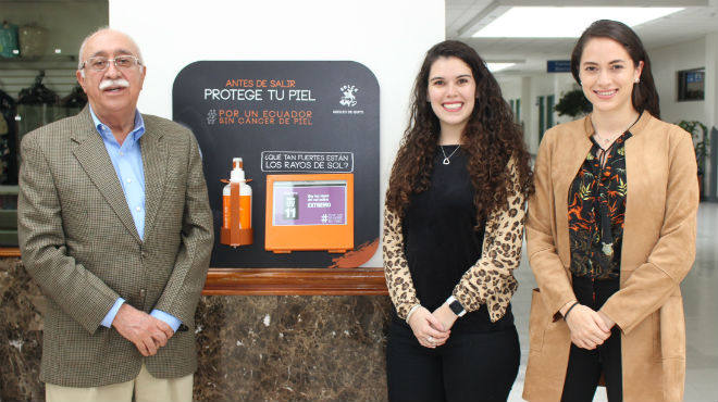 Jorge Cevallos, Natalia Ch�vez y Mar�a Paula Bravo.