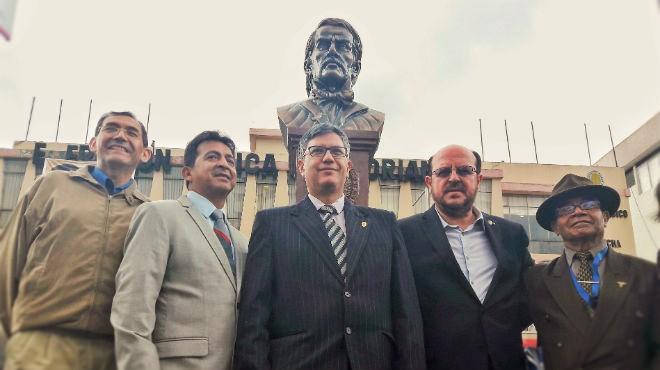 Fernando Nu�ez, Rennso V�sconez,V�ctor �lvarez, Santiago Carrasco y Patricio Pazmi�o, dirigentes del CMP.
