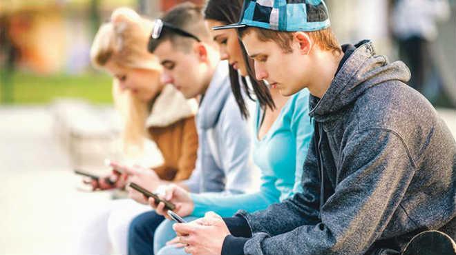 El abuso excesivo de dispositivos m�viles presentan riesgos para la salud.
