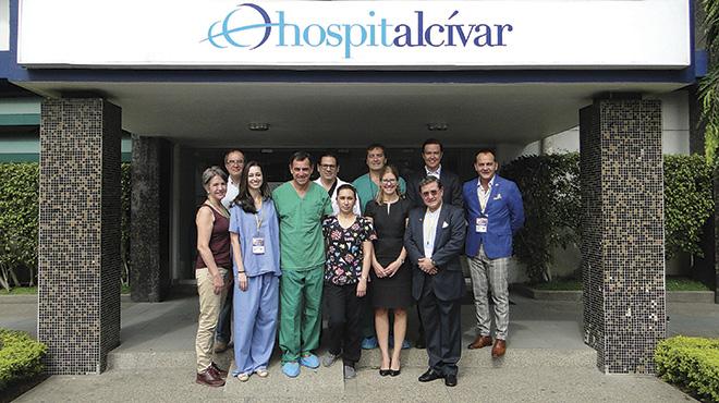 Equipo nacional e internacional de expositores en Cl�nica Alc�var.