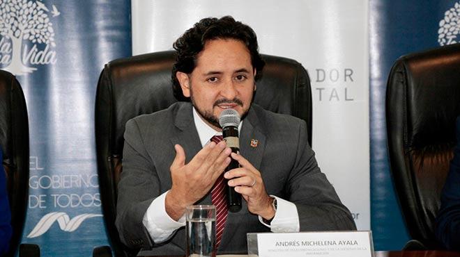 Andr�s Michelena, ministro de Telecomunicaciones.