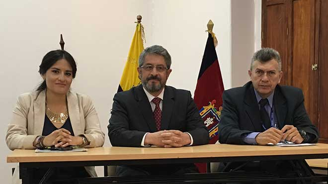 Mar�a Jos� Mendieta, MSP; Jos� Ruales, Municipio de Quito y Mario Ballesteros, OPS.