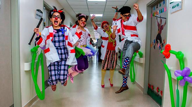 Clowns hospitalarios en Los Ceibos.