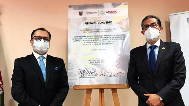 Representantes de ARCSA y la Municipalidad de Ambato.