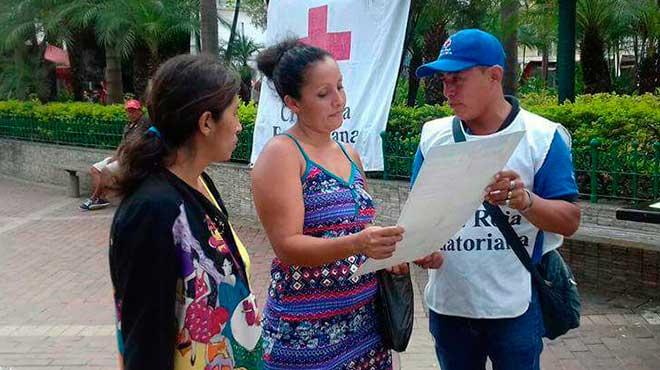 Voluntarios de Cruz Roja en campa�a educativa.