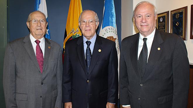Luis Trujillo Bustamante, primer vicedirector; Ernesto Noboa Bejarano, director y Carlos Andrade, segundo vicedirector.