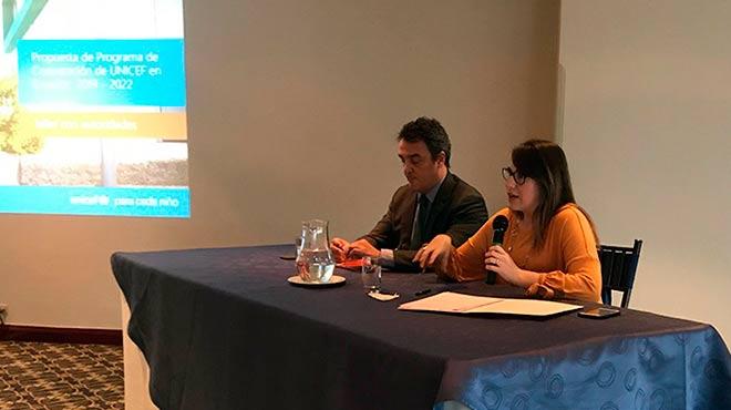 Joaqu�n Gonz�lez-Alem�n, representante de Unicef en Ecuador, y Roc�o Vergara, subsecretaria de Cooperaci�n Internacional de Canciller�a