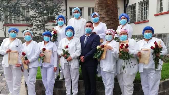 Enfermeras del Hospital General de Latacunga recibiendo un reconocimiento por el D�a Internacional de la Enfermer�a.