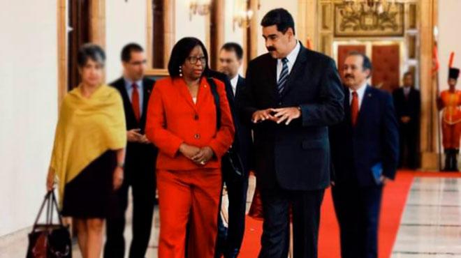 Carissa Etienne y Nicolás Maduro.