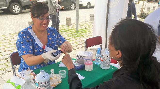 M�dicos atienden gratuitamente a la poblaci�n durante el 'Festival de la Salud'.