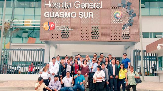 Ministra de Salud, Margarita Guevara, con autoridades del hospital.