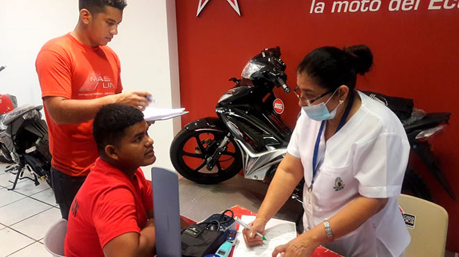 Profesionales de salud del Hospital del D�a Sur Valdivia realizan evaluaciones en empresas privadas.