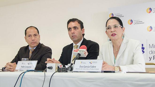 Pedro Caicedo, secretario de CCPT, Pablo Campana, ministro de comercio exterior y Eva Garc�a del MIPRO.