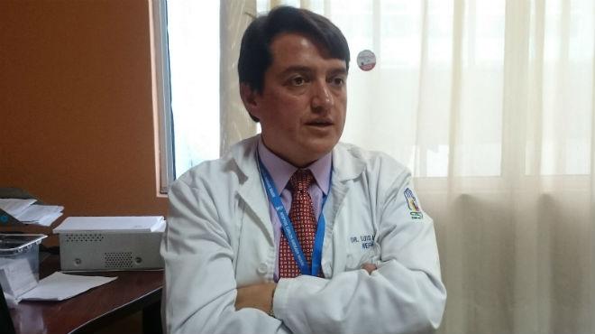 Luis Manjarr�s, Jefe del Servicio M�dico de Nefrolog�a del HCAM.