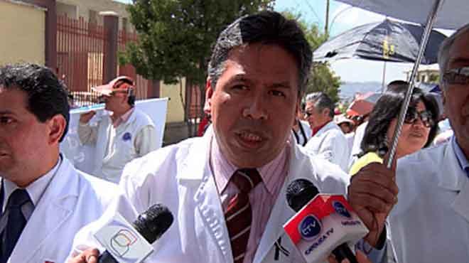 Luis Larrea, presidente del Colegio M�dico de La Paz.
